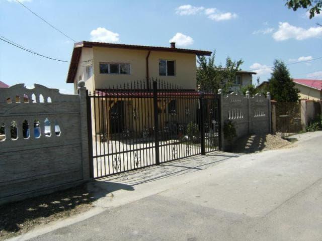 Vila la Gata la 30 Km de Straulesti Sector 1 Bucuresti - 1